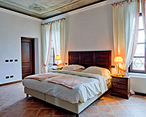 Tenimento Castle on the ExperiencePlus! Piemonte bicycling tours.