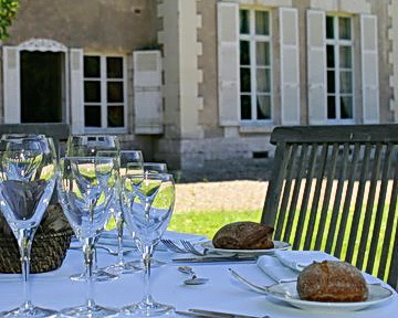 Chateau du Breuil on the ExperiencePlus! Sightseer Bicycle tour in France